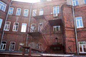 Красное кирпичное здание