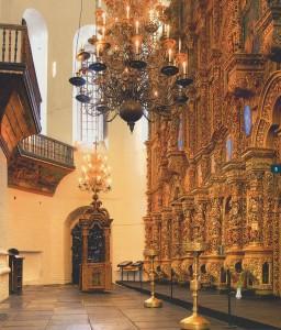 бронзовые паникадила, хоры со старинной росписью