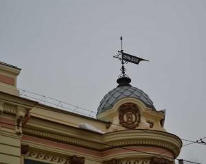 Рождественская 27 Флюгер с годом строительства здания