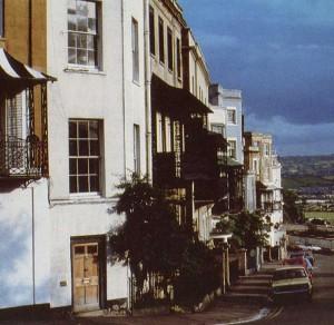 Клифтон, со своими приятными домами, построенными в начале XIX века, является популярным жилым районом