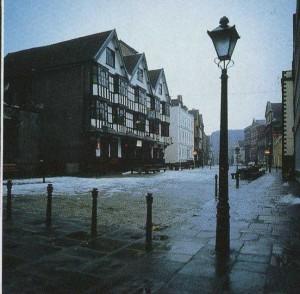 Снежным зимним вечером гостиница «Ландогер Трау», Бристоль