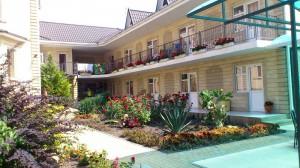 Отель с цветами