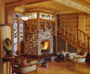 деревянная лестница и камин