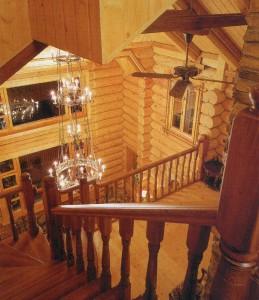 на первый этаж деревянного дома