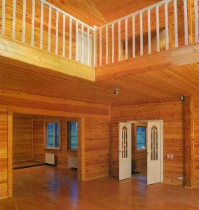 сочетается с деревянной обшивкой дома.