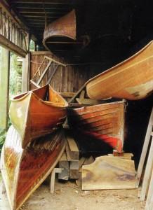 Лодки в гараже