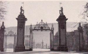 Дворец и аббатство Холируд.