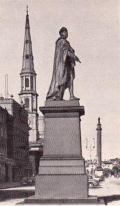 Джордж-стрит. Памятник Георгу IV. Слева — церковь св. Андрея, в глубине —\