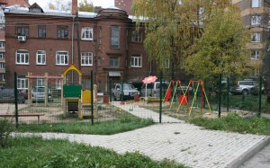 Детская площадка должна быть