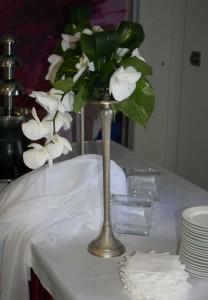 Ваза с орхидеями в интерьере