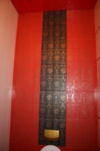 Сочетание чёрного и красного кафеля