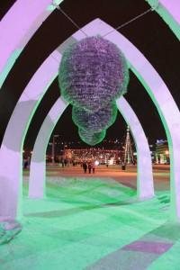 Летний фонтан на площади Азатлык украшен на период новогодних праздников