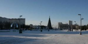 Панорама площади Азатлык в Набережных Челнах на которой каждый год проходит главная городская «Новогодняя ёлка» и новогодние торжества