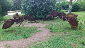 муравей из метала
