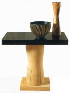 Столик Maui, столешница которого сделана из эбенового дерева