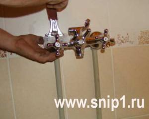 Установка нового смесителя в ванной