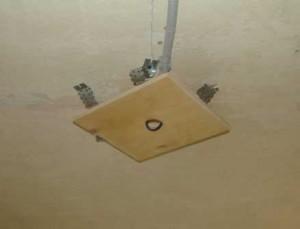 крепление светильников на натяжной потолок