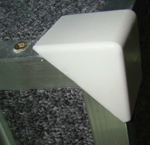 Защитный уголок для ступеней и углов