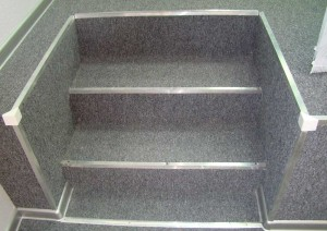 Покрытие ступенек ковролином
