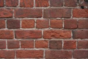 Стена из старого красного кирпича