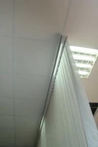 Крепление вертикальных жалюзей