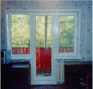 Витражное остекление балконного блока из ПВХ