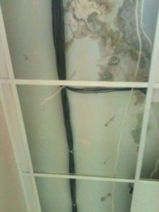 Снимаем навесной потолок