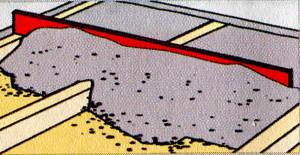 Заполнить смесью пространство между балками / лагами и распределить ее с помощью рейки. Высота должна быть минимум 2 см. Не наступать