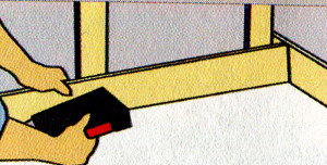 Для звуко- и шумоизоляции нужно установить по краям защитную звукоизолирующую ленту из минеральной ваты