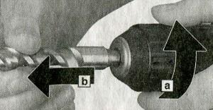 Извлечение сменного инструмента из перфоратора