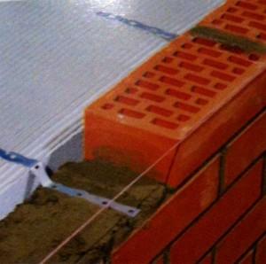 При строительстве многослойных стен