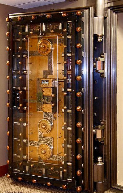 Надежные двери для хранилища