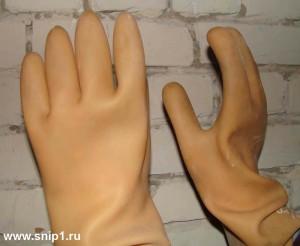 Диэлектрические резиновые бесшовные перчатки  ТУ38.106977-2004