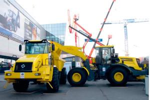 Новые модели техники Петербургского тракторного завода – универсальная дорожная машина и