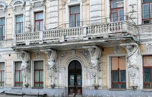 ом купцов Расторгуевых, известный как «Дом с атлантами»