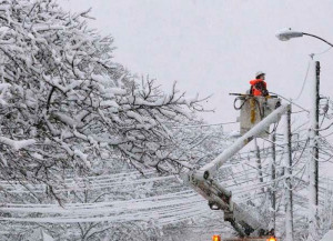 Снегопад оставил жителей Новгородской