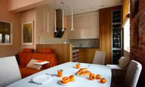 Кухня в бежевых тонах с кирпичной кладкой Проект Степана Бугаева