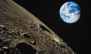 вокруг Луны от SpaceX