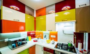 Ультракомпактная кухня ярких цветов