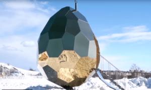 в виде позолоченного яйца