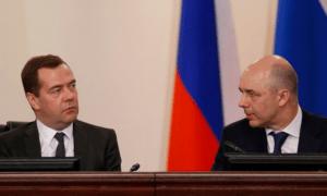 Премьер-министр России Дмитрий Медведев и министр финансов Антон Силуанов \