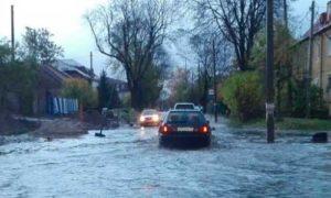 десятки улиц затоплены