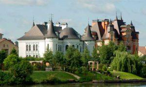Минстрой России подготовил ряд законопроектов, которые регулируют правовые вопросы, связанные с признанием частных домов, коттеджей и других строений самовольными постройками.