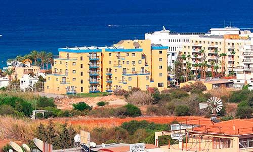 Иностранцы на Кипре опередили резидентов по числу