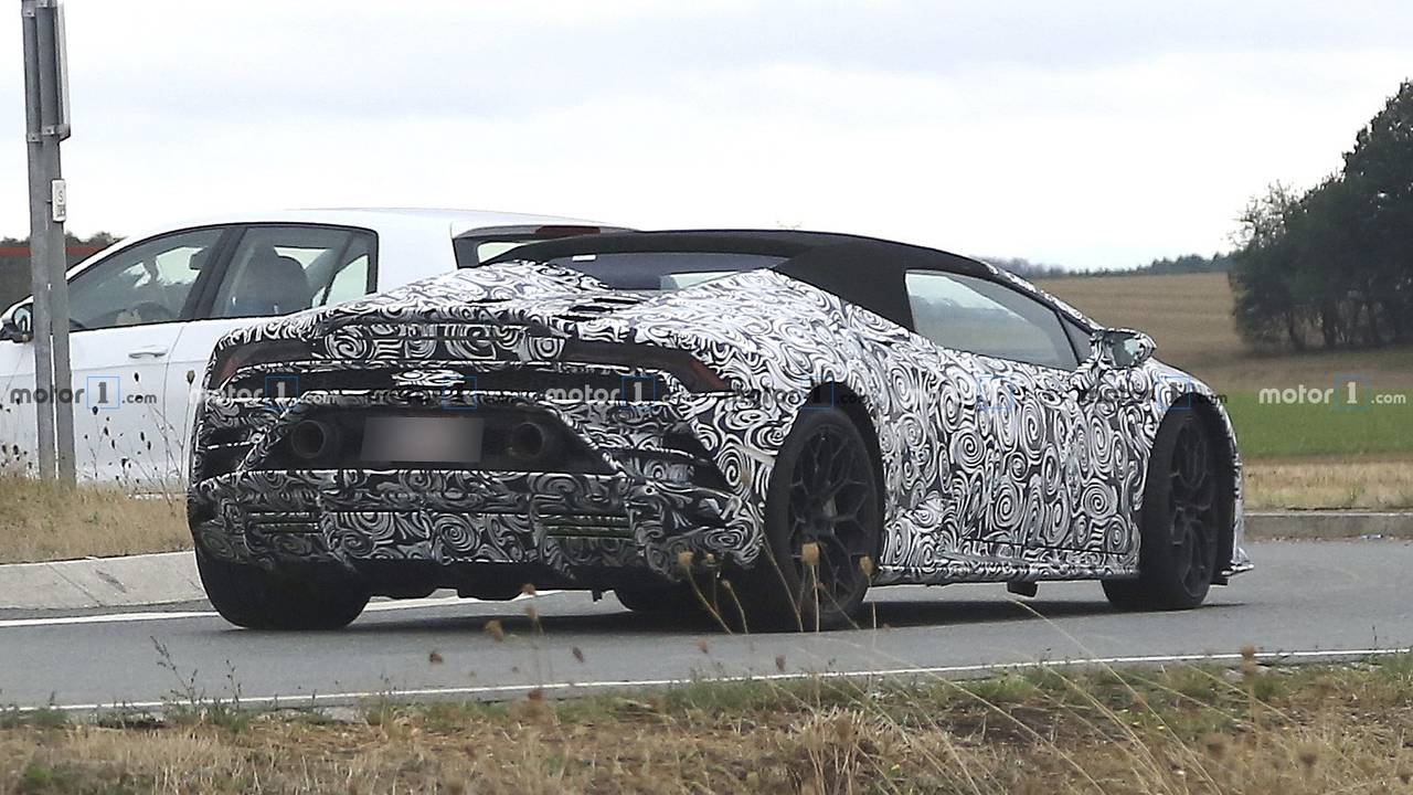 Lamborghini Huracan Spyder facelift spy photo