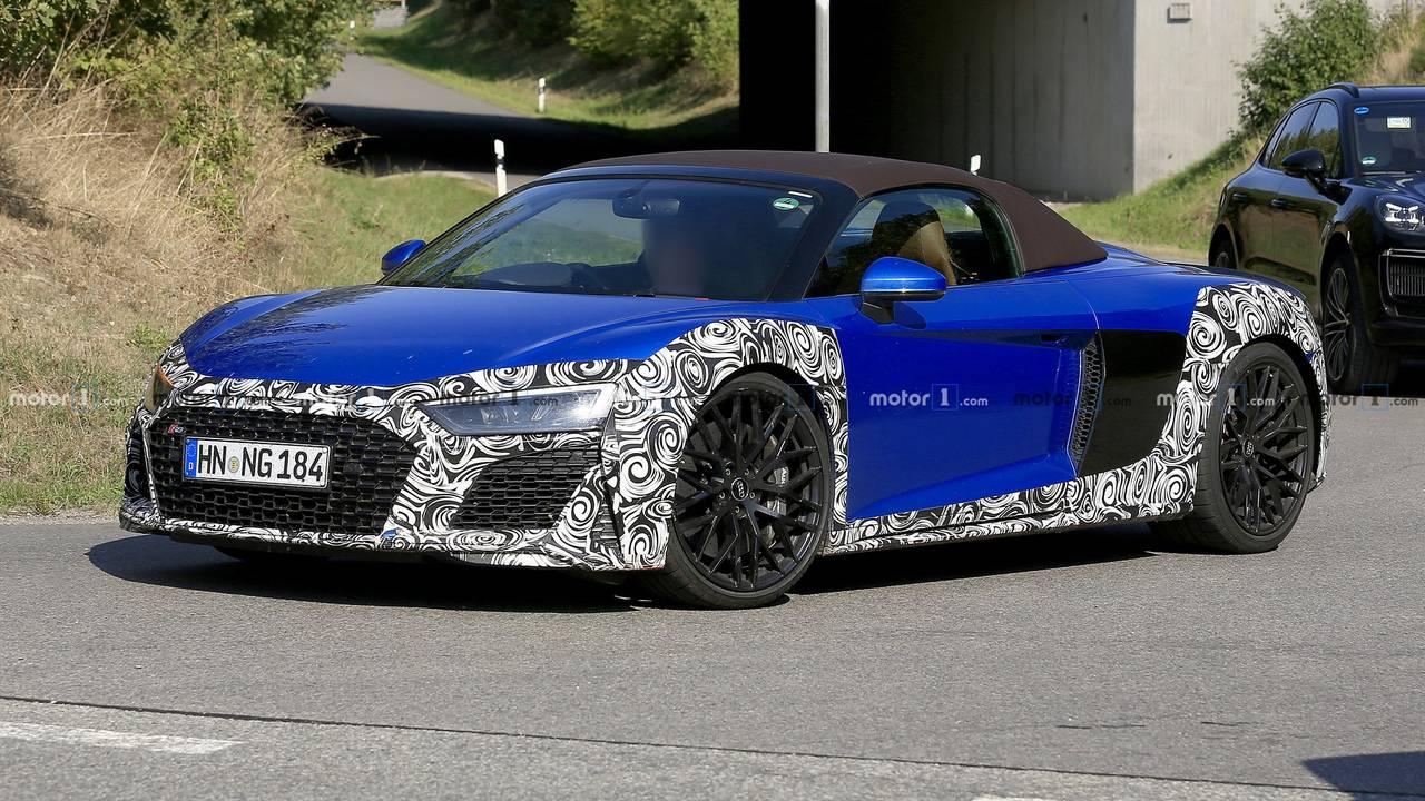 Audi R8 Spyder facelift spy photo