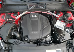 Den Zweiliter-Motor gibt es auch als reinen Benziner, im g-tron kann bivalent er Erdgas und Benzin verbrennen.