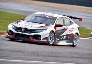 mid Mailand - 340 PS stark und ein klarer Fall für den Profi: der Honda Civic TCR.