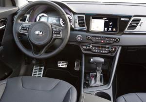 mid Groß-Gerau - Die Bedienung des Kia Niro ist vergleichsweise simpel, das DSG-Getriebe arbeitet unauffällig und kompetent.