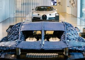 1:1 Lego Bugatti Chiron in der Autostadt.